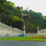 Водопад и памятник Святому Геллерту