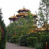 Одна из зон парка оформлена в китайском стиле