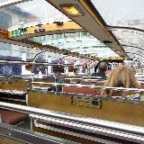 Вот т акой экскурсионный катер нас возил по каналам Амстердама