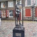 Статуя, посвященная всем проституткам, в квартале красных фонарей