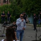Митинг 12 июня 2017 года в Орске. Парень читает рэп.