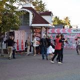 Люди танцуют на ул. Кирова