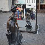 Барышня у зеркала на ул. Кирова