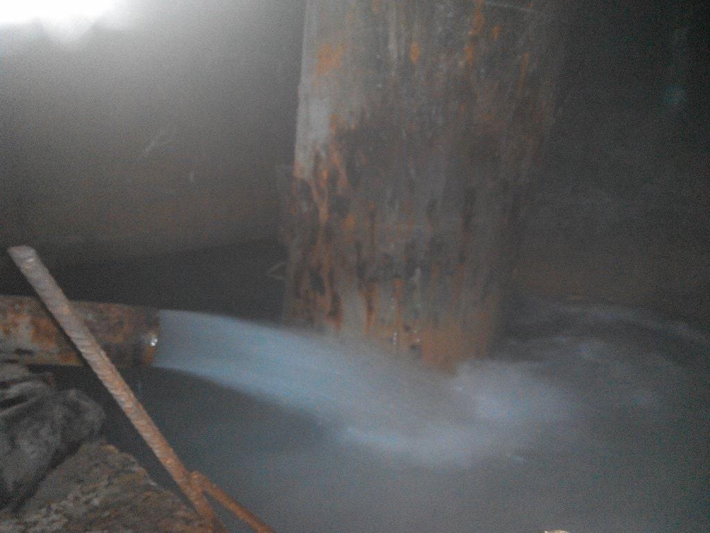 В шахте много воды